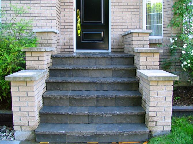 Terrasse pave design et service d 39 am nagement paysager for Escalier paysager entree maison